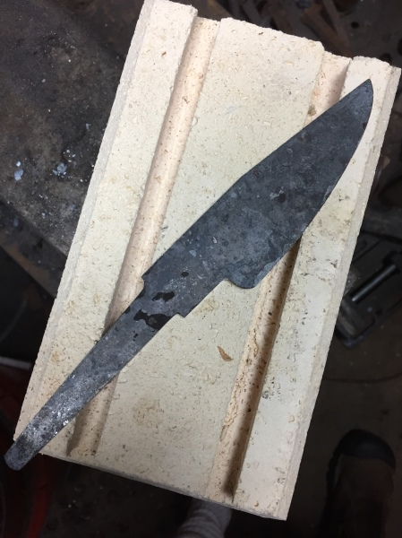 Forged and profiled hunting knife blade